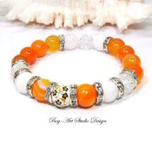 Achát karkötő narancssárga gyöngyökből jáde és hegyikristály gyöngyökkel porcelán köztessel