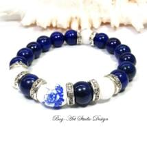 Lápis lazuli karkötő gyöngyház gyönggyel és ovális porcelán medállal