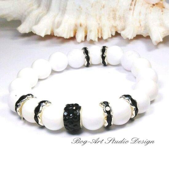 Gyöngyház gyöngy karkötő fekete kristályokkal