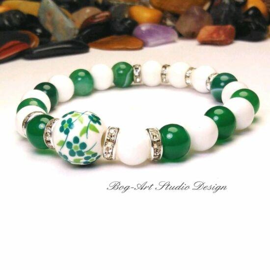 Gyöngyház karkötő - 8-as gyöngyökből zöld acháttal és porcelánnal