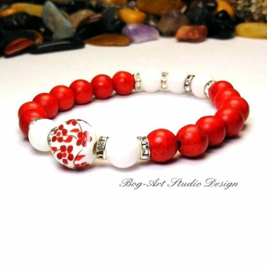 Howlit karkötő - 8-as piros gyöngyökből porcelán medállal gyöngyház gyöngyökkel