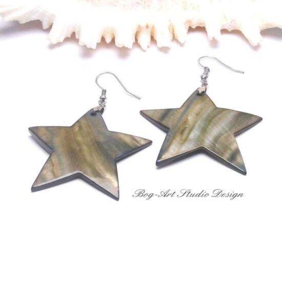 Kagyló fülbevaló - fekete csillag