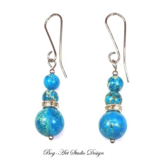 Jáspis fülbevaló kék gyöngyökből kristály köztessel