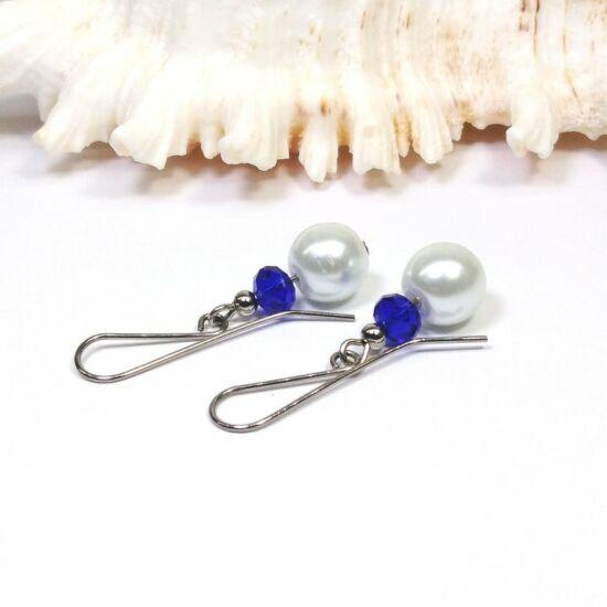 Gyöngy fülbevaló fehér gyöngyből kék kristályokkal