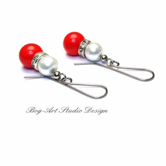 Gyöngy fülbevaló - piros és fehér - kristályokkal