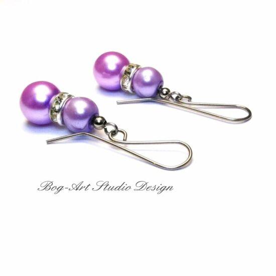 Gyöngy fülbevaló - világos lila gyöngyök kristályokkal