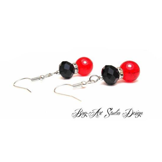 Gyöngy fülbevaló - Piros gyöngy fekete kristállyal