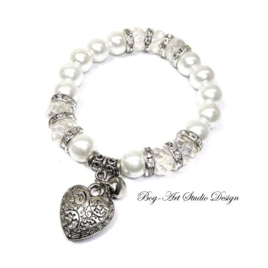 Fehér  gyöngyök kristály köztesekkel és szív medállal - 10 mm