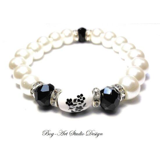 Gyöngy Karkötő - fehér gyöngyök fekete kristályokkal porcelán medállal
