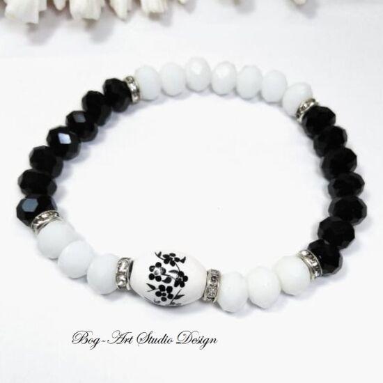 Gyöngy Karkötő - fekete kristálypokból fehér kristályokkal és porcelán medállal