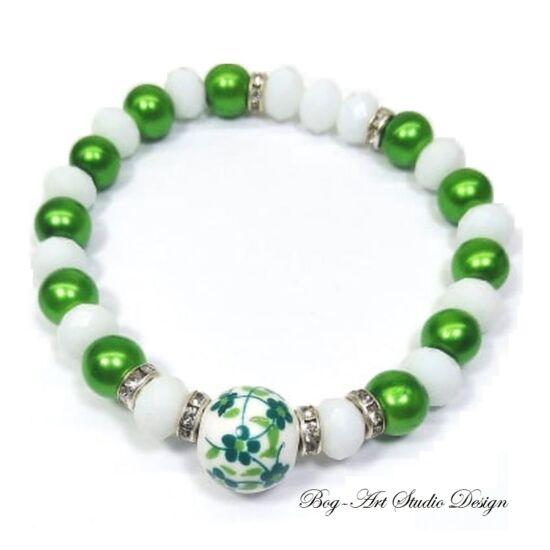 Gyöngy Karkötő - zöld 8 mm-es gyöngyökből fehér kristályokkal porcelán medállal