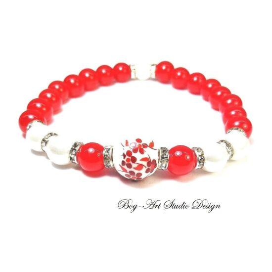 Gyöngy Karkötő piros gyöngyökből kiegészítve fehérekkel és porcelán medállal