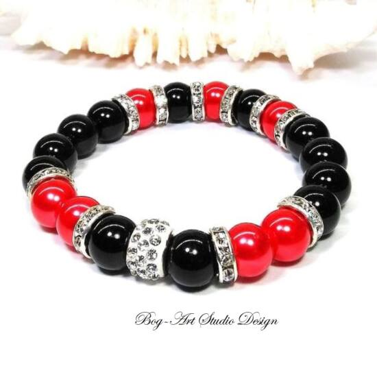 Gyöngy Karkötő fekete gyöngyökből piros és apróköves kötesekkel