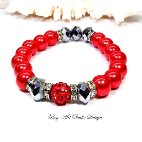 Gyöngy Karkötő piros gyöngyökből ezüst köztesekkel és porcelán medállal