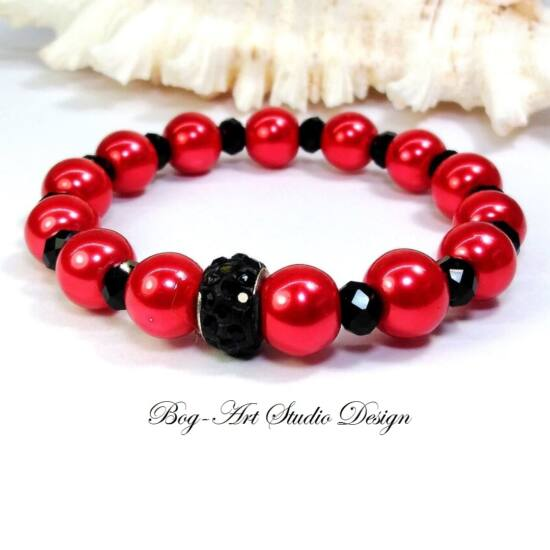 Gyöngy karkötő - piros gyöngyök fekete kristályokkal