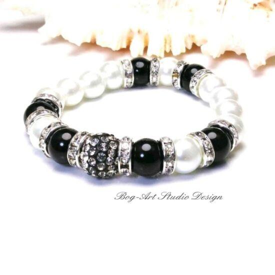 Gyöngy karkötő - fehér feketével és kristályokkal