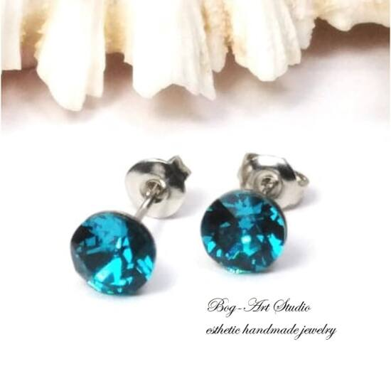 Ausztria gyöngy beszúrós fülbevaló gyémánt alakú kövekből - 6 mm - LIGHT TURQUISE